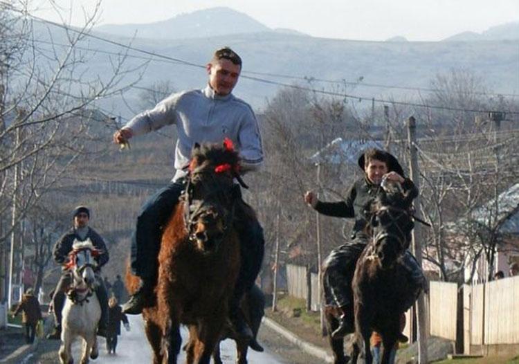 Întrecerea cailor de la Luncaviţa încheie, astăzi, Sărbătoarea Moşoaielor