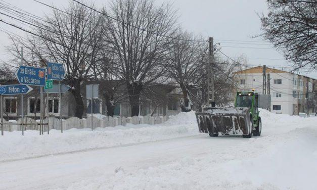 Mobilizare generală la Luncaviţa pentru deszăpezirea comunei