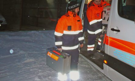Echipajele de la ambulanţă şi deszăpezire şi-au unit forţele