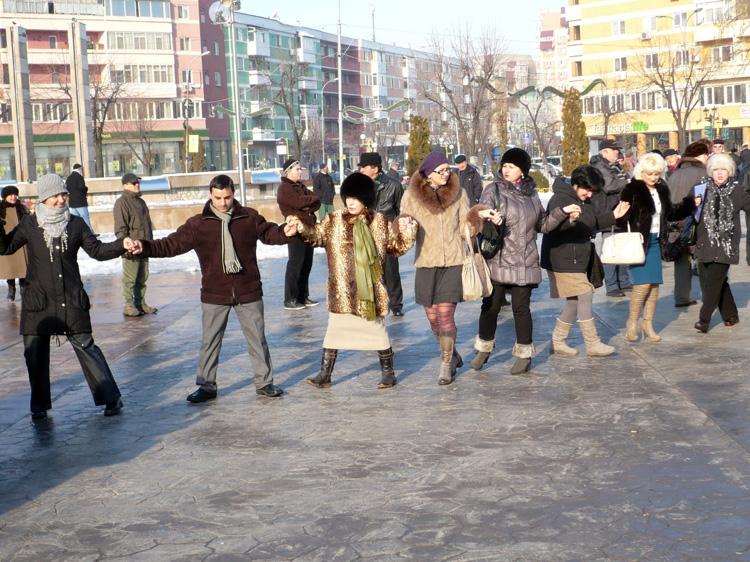 Tulcenii sunt invitaţi în Piaţa Civică la Hora Unirii