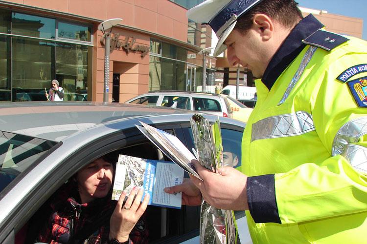 Poliţiştii de la Rutieră vor oferi şoferiţelor flori şi mărţişoare