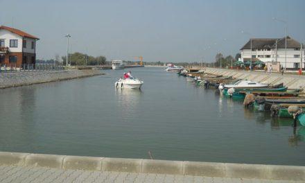 Paradoxul turismului deltaic: să deţii legal o barcă şi să nu poţi să-ţi aduci clienţii