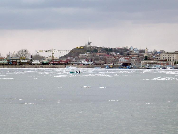 Catamaranele nu mai efectuează curse spre localităţile din deltă