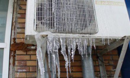 Pompierii tulceni avertizează: îndepărtaţi urgent ţurţurii de gheaţă!