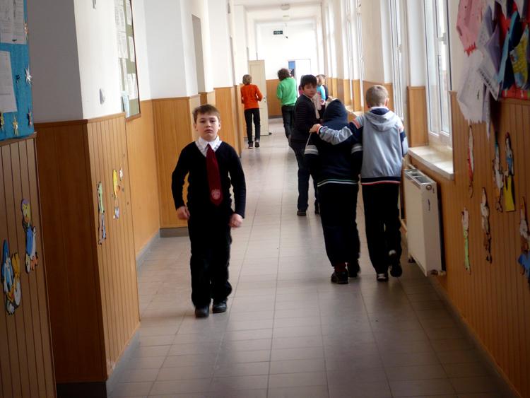 Luni încep înscrierile în școli