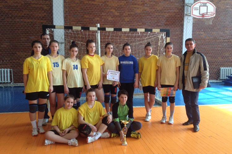 """Echipa de handbal a Şcolii Gimnaziale """"Alexandru Ciucurencu"""", campioană zonală"""