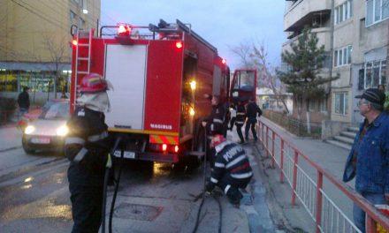 Femeie salvată de pompieri dintr-un incendiu