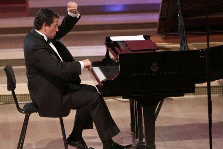 Horia Mihail şi al său pian călător
