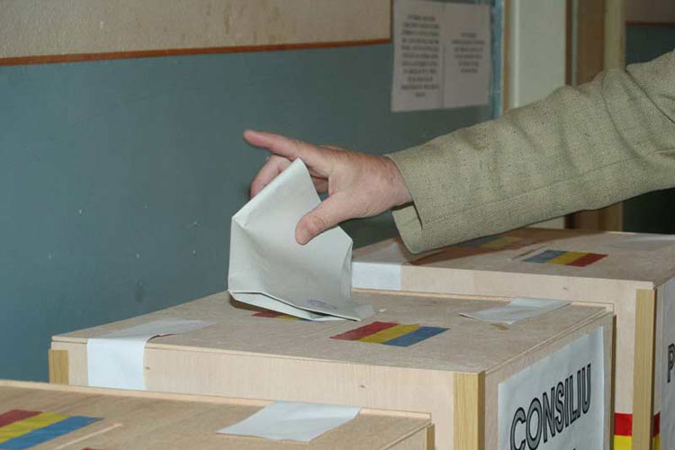 Prefectura scoate de la naftalină urnele de vot, la I.C. Brătianu