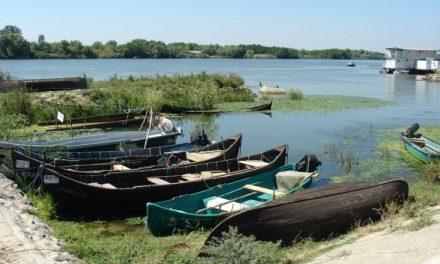 Prohibiţia îi obligă pe pescari să-şi pună undiţele în cui