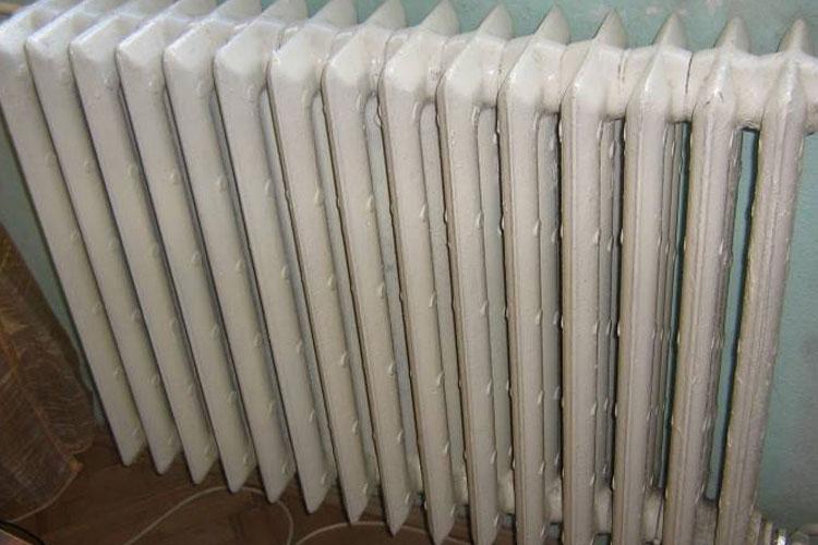 Unii locatari vor căldură chiar şi în aprilie
