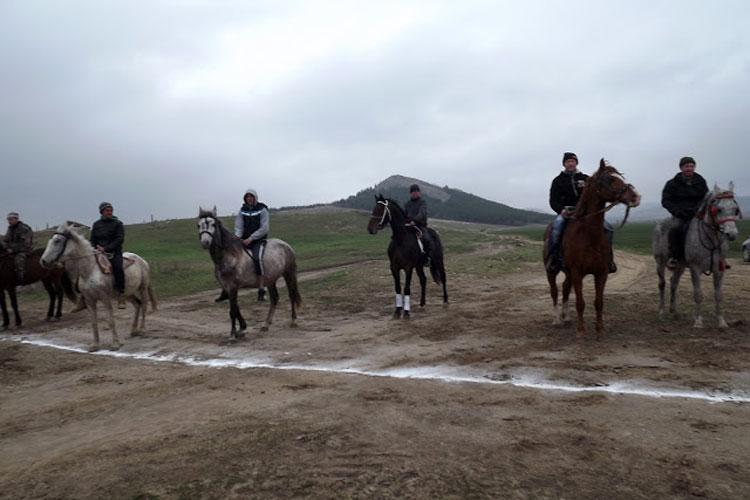 """""""Coşia din Cerna"""", la cea de-a doua ediţie: tradiţionala întrecere a cailor va avea loc de 1 mai"""
