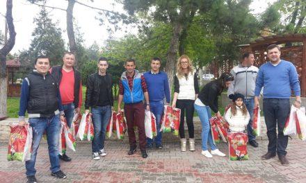 De la tinerii pesedişti din Babadag: cadouri de Paşte pentru copiii din oraş