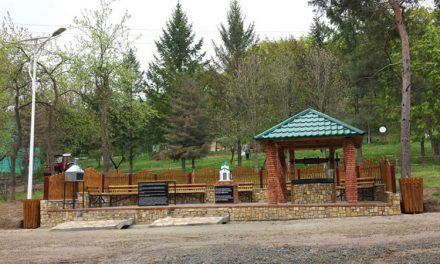 Fântâna şi bisericuţa Cetăţuia – Valea Fagilor, sfinţite în prima zi de Paşte