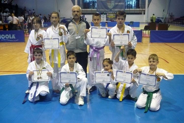 Karateka de la Clubul Sportiv Fudoshin s-au întrecut în medalii la Drobeta Turnu Severin