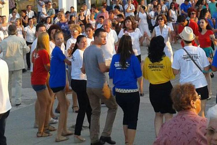 Tulceni, poftiţi la mişcare în ritmuri populare:flashmob în Piaţa Civică, în cinstea Zilei Dansului!