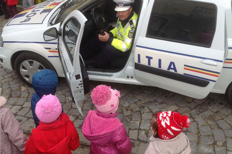 Micuţii tulceni au testat maşinile şi autospecialele poliţiştilor