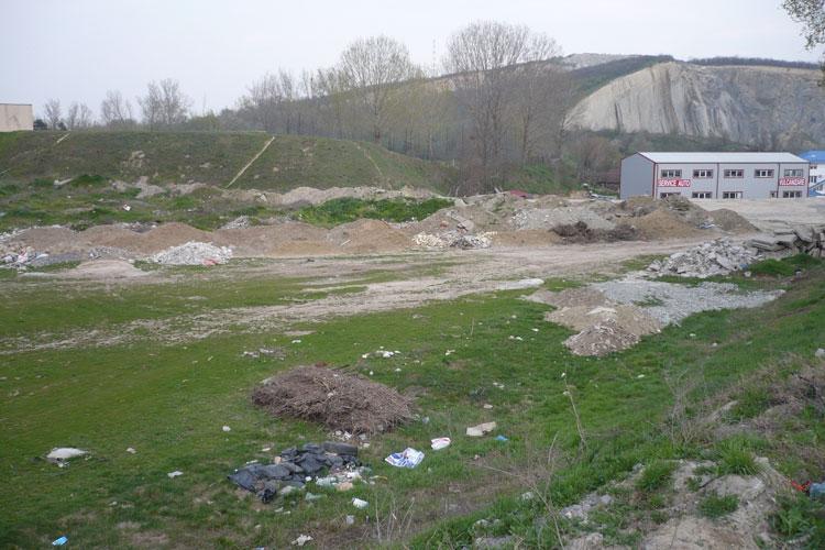 Cum s-a transformat o bază sportivă într-o groapă de gunoi