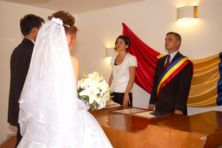 Oficierea căsătoriilor în weekend, activitate benevolă pentru angajaţii Stării Civile