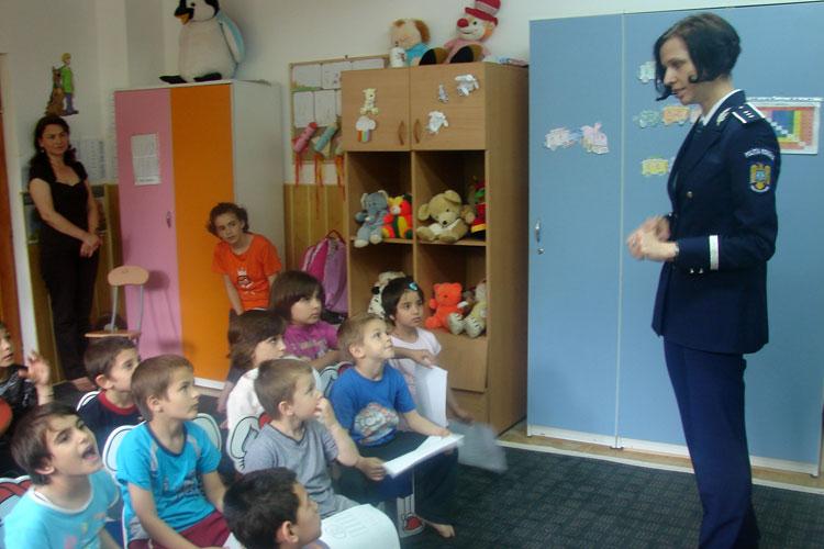 Acţiune a poliţiştilor tulceni la Centrul maternal din municipiu, de Ziua Copilului