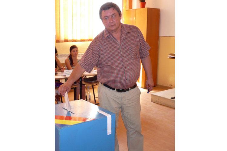 Preşedintele PNL Marius Popa a votat la Smârdan: Am votat pentru reprezentanţi care să ştie şi să poată să reprezinte interesele românilor în P.E.