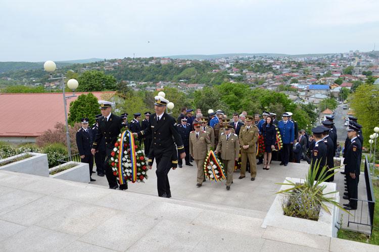 Tripla sărbătoare de 9 mai, marcată la Monumentul Independenţei