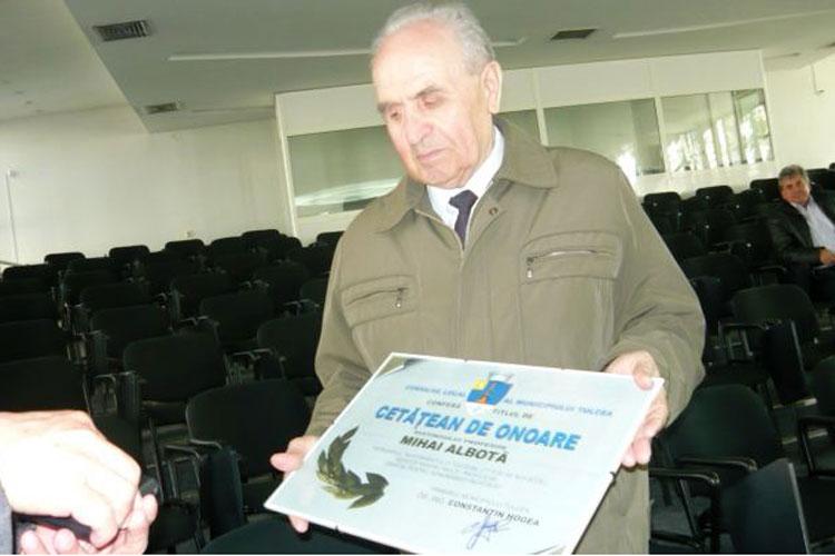 Municipiul are 21 de cetăţeni de onoare: sportivi, ingineri, oameni de cultură şi… Miron Mitrea