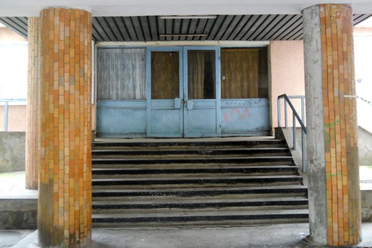 Primăria vrea să transforme Cinema Tineretuluiîn sediu pentru Baladele Deltei