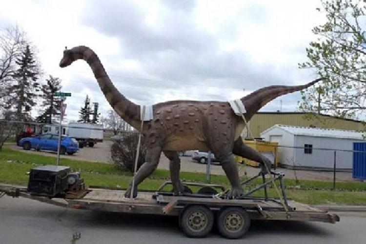 Dinozaurul dacic pitic, în plimbare prin municipiu
