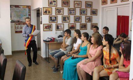 Elevii din Luncaviţa care au excelat la examenele naţionale, premiaţi de primarul Ştefan Ilie