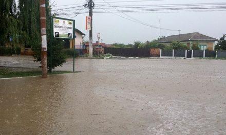 O ploaie torenţială de o jumătate de oră a făcut pagube de miliarde la Luncaviţa