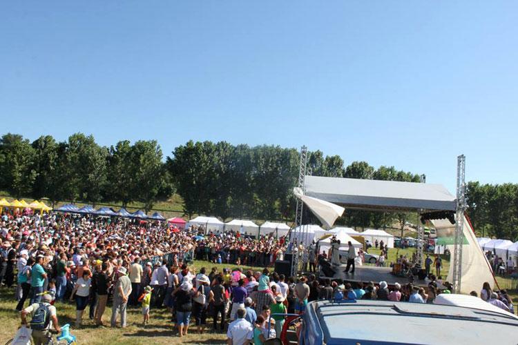 Peste 8.000 de persoane s-au distrat la Sărbătoarea Teilor de la Luncaviţa