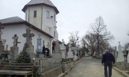 Toaletele ecologice din cimitir, insuficiente pentru nevoile tulcenilor