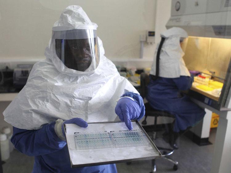 Ebola loveşte Peştişorul de Aur: ansamblurile  a patru ţări africane, oprite la graniţă