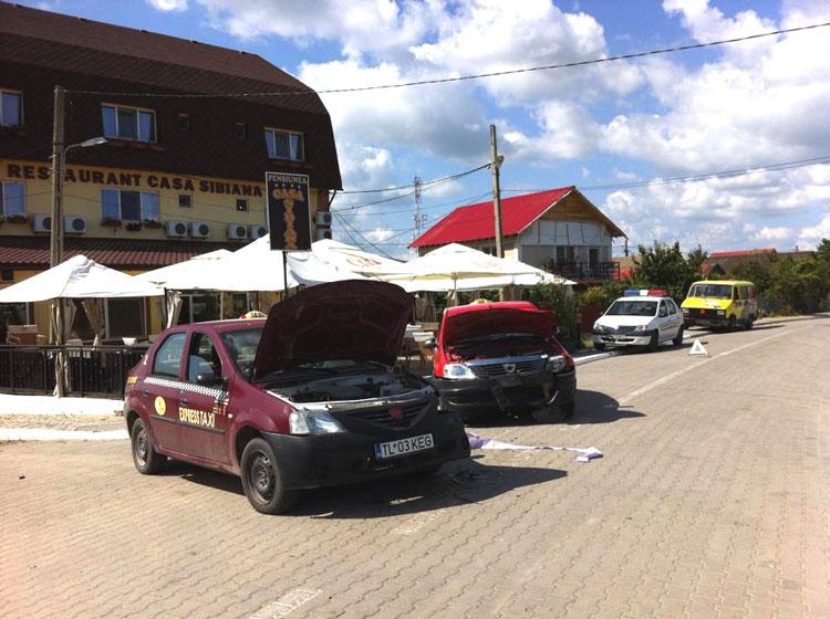 Întâmplare de colecţie: doi sulineni s-au ciocnit cu maşinile, în localitate!