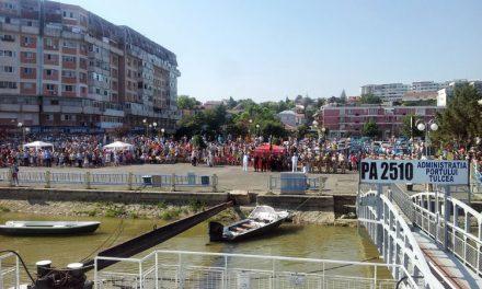 """Mii de oameni au """"invadat"""" faleza de la Tulcea de Ziua Marinei Române"""