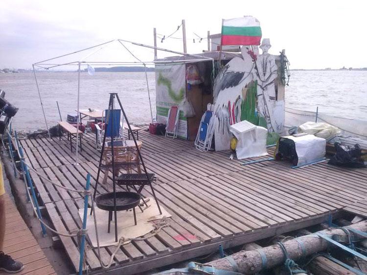 Expediţie inedită pe Dunăre – Trei nemţi vin la Rowmania Fest cu… pluta