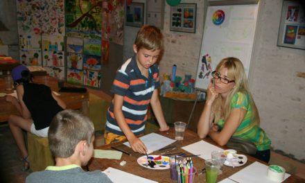 Atelierul de pictură de la Casa Avramide intră în vacanţă