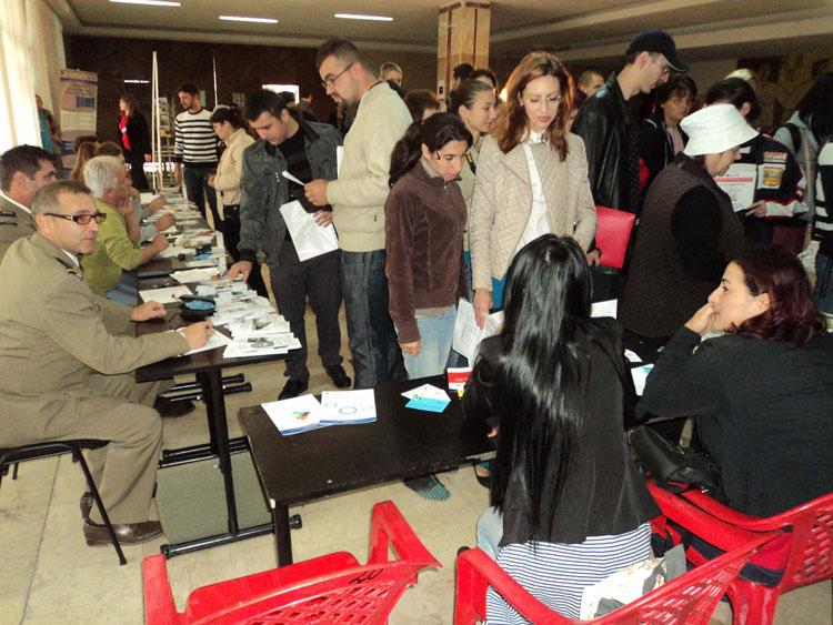 Bursa absolvenţilor: 87 de tineri şomeri au fost selectaţi în vederea încadrării