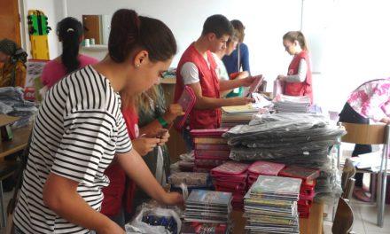 Ghiozdane, penare şi rechizite pentru 80 de copii tulceni din familii nevoiaşe
