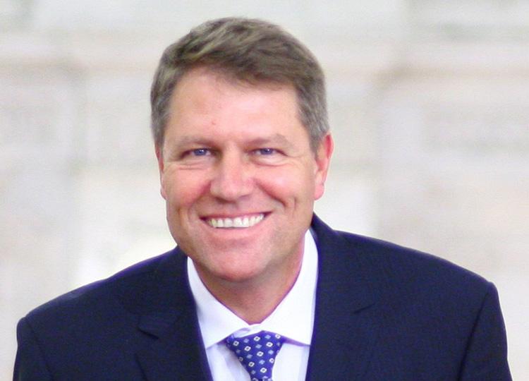 Klaus Iohannis, la o întâlnire electorală cu tulcenii