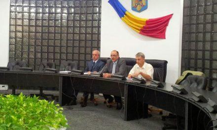 Prefectul Bădiţă vrea mai multe locuri de afişaj electoral în localităţile judeţului