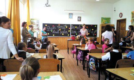 Prima zi de şcoală, primele nemulţumiri, incertitudini şi griji pentru profesori, părinţi şi elevi