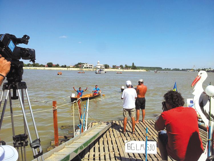 Sulinenii, urmaşii lui Ivan Patzaichin: au câştigat la pas competiţia de vâslit pe Dunăre în canotcă