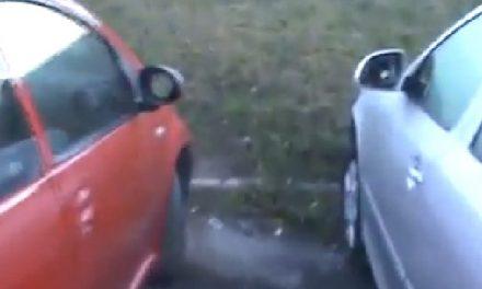 """Aproape 30 de maşini parcate la Casa Sindicatelor, luate la rând de vandalii """"de profesie"""""""