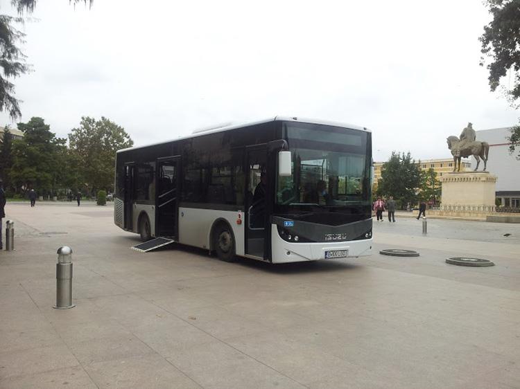 """Cele trei noi autobuze """"botezate"""" astăzi în Piaţa Civică"""