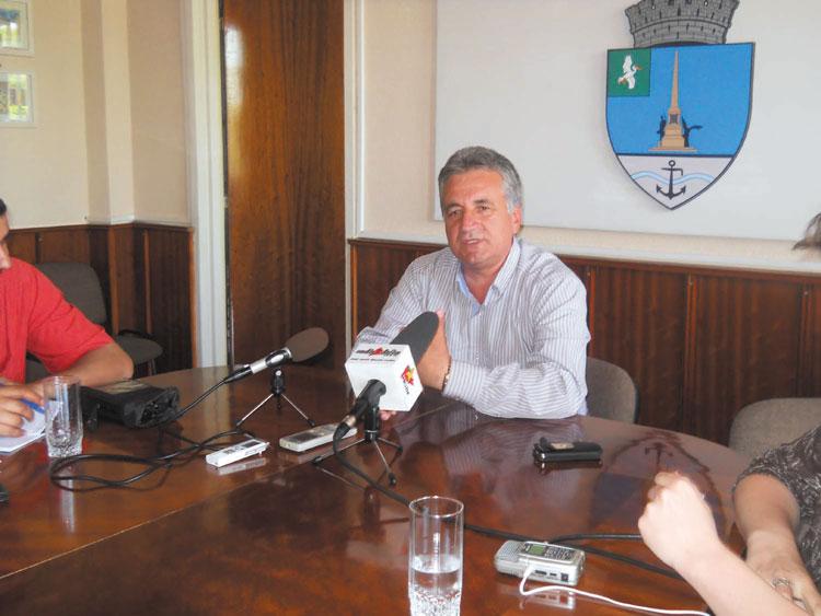 Două contracte de finanţare prin FLAG Delta Dunării, semnate ieri de primarul Hogea