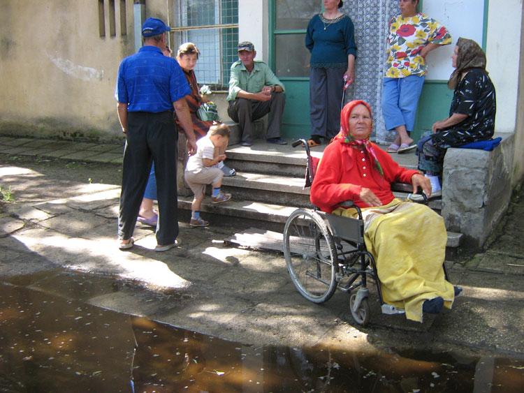 Locuitorii mai multor localităţi din deltă, lăsaţi să se trateze cu leacuri băbeşti!