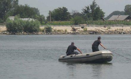 Un sulinean s-a aruncat în Dunăre de la bordul pasagerului şi nu a mai ieşit la suprafaţă