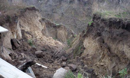 Alunecările de teren dau fiori tulcenilor în Cartierul Dallas